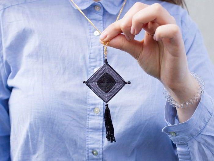"""Nous vous proposons, dans ce tutoriel, de réaliser un collier """"ojo de dios"""" tout en tissage !"""
