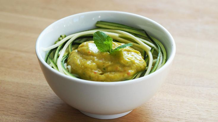 Courgette 'pasta' with Mango & Avocado Sauce Delicious Tangy, Sweet and Sour Courgette pasta