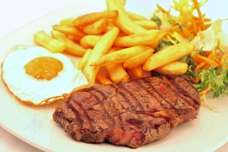 """"""" Menù Rio de La Plata """" € 15,00.- ( carne Argentina alla Griglia 200gr. con 1 uovo fritto e patate fritte + 1/2 L. Acqua Minerale )"""