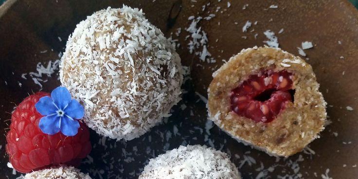 Deilige kokosbiter med sitron og friske bringebær fra Mona Kvammen