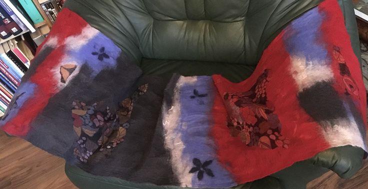 Jedwabny szal, nunofilc. Silc scarf, nunofelt. Sciarpa di seta, nuno feltro.