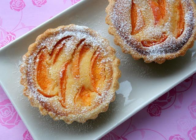 Fresh apricot almond tart | ** apricot ** | Pinterest