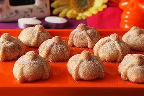 Celebra una de las festividades hispanas más queridas al preparar estas bellas –y súper innovadoras–galletas del Día de los Muertos.