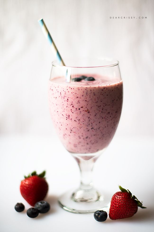 Fruity Breakfast Smoothie - Start your day with this sweet, delicious and energizing fruit smoothie! #Smoothie via DearCrissy.com