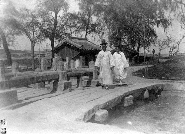 Photo by Jung hae chang, 1928, People walking on the stone bridge.