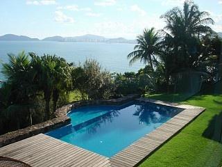 Casa de Altissimo padrão, total privacidade, localização única! Aluguer de férias em Morro da Península da @homeaway! #vacation #rental #travel #homeaway
