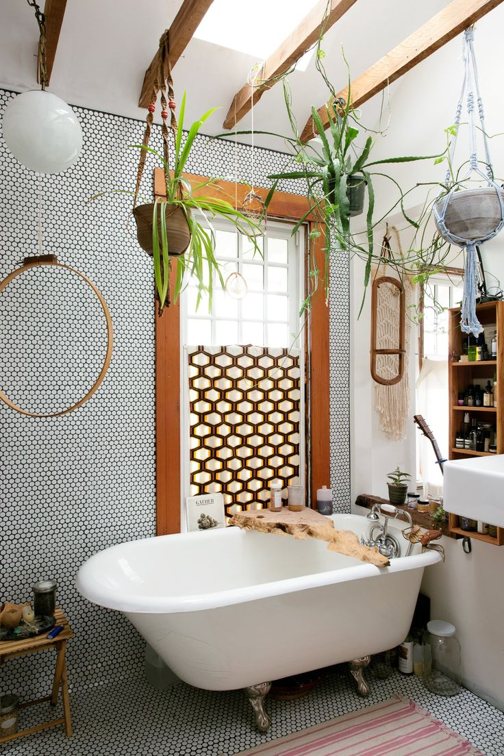 Macramé is hip again, thanks to the likes of Portland designer (and Instagram queen) Emily Katz. Candice Pires drops in on her 1970s-inspired Oregon home