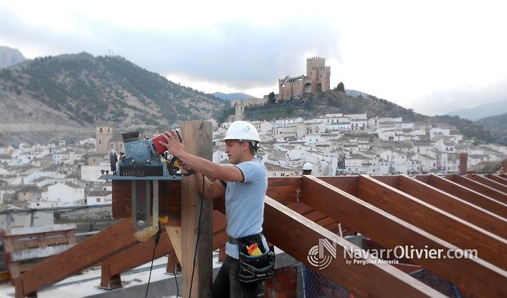 Montaje de estructura de madera par cubierta de iglesia en Velez Blanco, Almería. navarrolivier.com  #rehabilitación #reconstruccion #construccion #cubierta #tejado #estructura #carpinteria #patrimonio #tejado #madera #timber #legno #Almeria