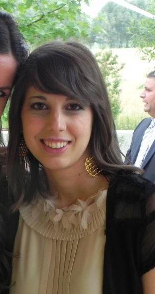 """Ilaria Civiero - sono nata il 3 Agosto del 1987 e abito a Vedelago in provincia di Treviso. Sono laureata in Storia e Tutela dei Beni Culturali all'università degli Studi di Padova e sto terminando la magistrale in Economia e Gestione delle Attività Culturali all'università Cà Foscari di Venezia. Da tre anni lavoro nella villa che propongo di """"invadere"""", una villa palladiana bellissima, ma ancora poco conosciuta, soprattutto tra i giovani. #InvasioniDigitali"""
