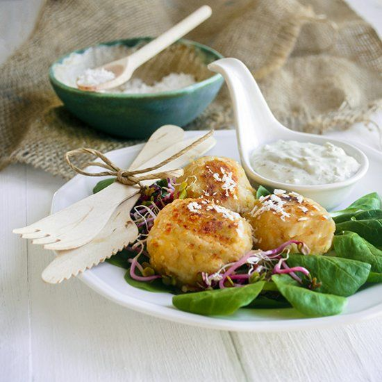 Curry fish balls with coconut dip. (in Polish)