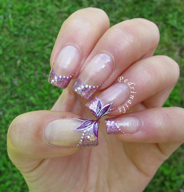 Million brilliance french manicure con accent floreale - freehand floral decorations painted on natural pink glittered french manicure florealehttp://pedrinails.blogspot.it/2015/05/million-brilliance-french-manicure-con.html