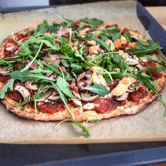 Lowcarb Pizza mit Thunfisch-Hüttenkäseboden