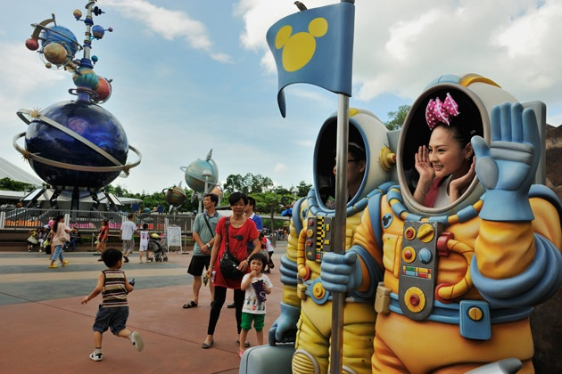 Disneys Hong Kong Theme Park Finally Turns a Profit