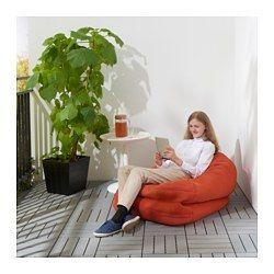 IKEA - BUSSAN, Pufa, wew/zew, , Z pufy można korzystać na wiele różnych sposobów. Złożyć ją pionowo, jako fotel lub rozłożyć jako niski leżak.Worek do siedzenia jest zatwierdzony do użytku przez dzieci. Ma zamek błyskawiczny bezpieczny dla dzieci, bez mechanizmu suwakowego, co eliminuje drobne elementy i uniemożliwia dzieciom otwieranie.Można używać wewnątrz lub na zewnątrzPokrycie łatwo utrzymać w czystości i świeżości, ponieważ można go zdjąć i uprać w pralce.