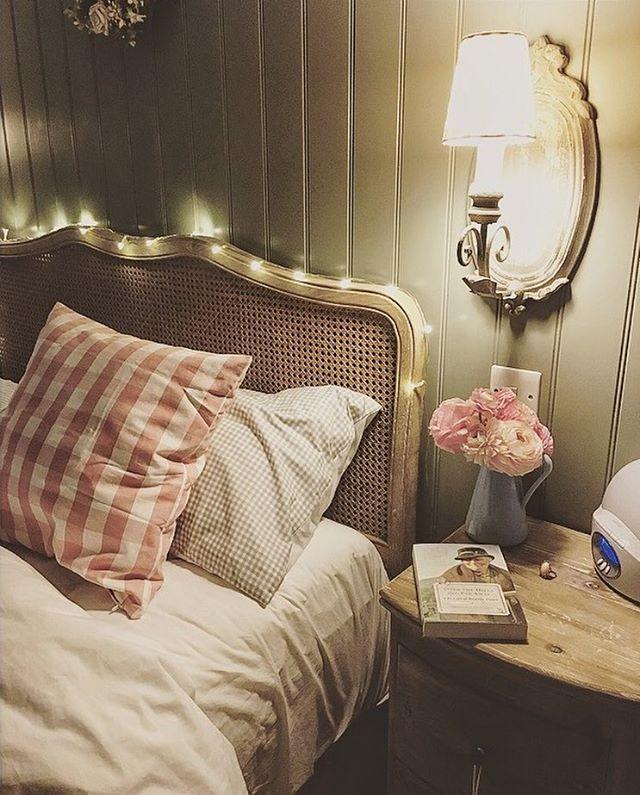 Pyjamas, pizza, chocolate and Netflix are my Friday night luxury; I'm definitely growing old... Sweet evening, everyone! 🍕 🎥 ✨ Pigiama, pizza, cioccolato e Netflix sono il mio lussureggiante venerdì sera; sto decisamente invecchiando... Dolce serata! • • • #homesweethome #cosyhome #interiordeco #shabbychic #instagramtags #like4follow #webstagram #instagramtags #lovemyhome #casadolcecasa #lamiacasa #decorazioneinterni #instahome #happiness #home #homedecor #serendipity #homeliving  #bonheur…