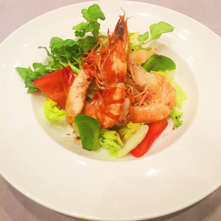 Our favourite Chicken Prawn Salad for lunch today at The Oasis Restaurant. What's your perfect lunch?  www.villakubu.com/oasis-restaurant #salad #lightlunch #theoasisrestaurant #culinary #healthy #villakubu #seminyak #bali #balifoodbible