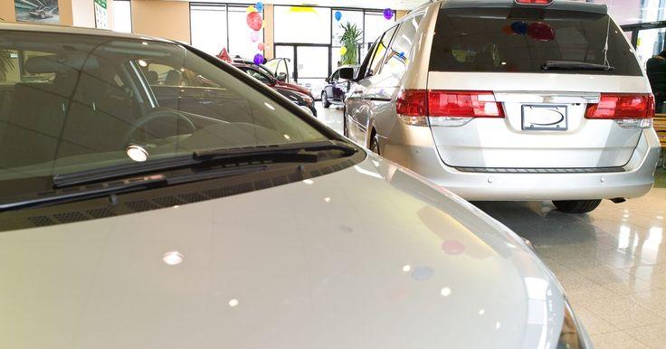 Como substituir o filtro de combustível de um Hyundai Santa Fé. O Hyundai Santa Fé é um SUV de porte médio que oferece estilo, funcionalidade e economia de combustível. A injeção de combustível é uma das características positivas da Hyundai. A injeção eletrônica permite que o carro ande mais e gaste menos. Com a injeção, o motor lança a quantidade certa de combustível na câmara, fazendo com que queime menos ...