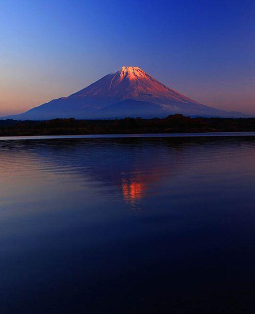 Mount Fuji, Japan (by Prasit_Chansareekorn)