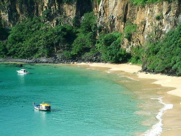 Baía do Sancho, em Fernando de Noronha, foi eleita pelo site TripAdvisor. Para chegar ao mar é preciso percorrer uma trilha e descer escada de 50m.