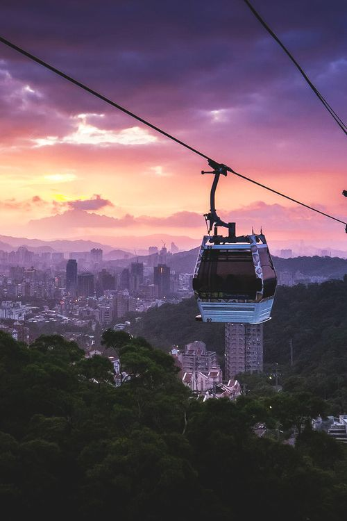 Spotted this beautiful twilight when going down with the Maokong Gondola from Maokong to Taipei Zoo station via Tumblr