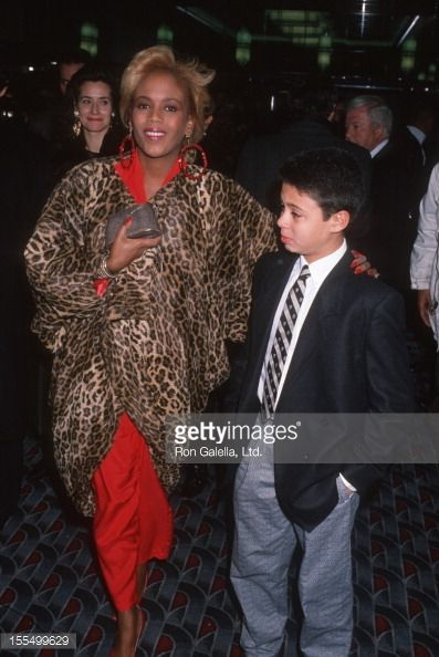 155499629-toukie-smith-and-son-raphael-de-niro-attend-gettyimages.jpg (397×594)