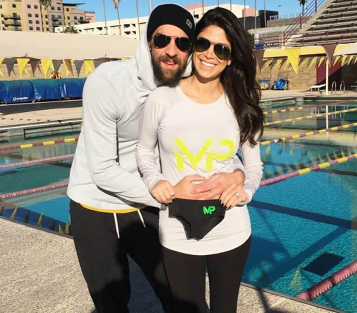 Turns out,Michael Phelps has got some strong little swimmers .... 'cause the Olympic legend just announced his fiancee is PREGGO!! Phelps and…