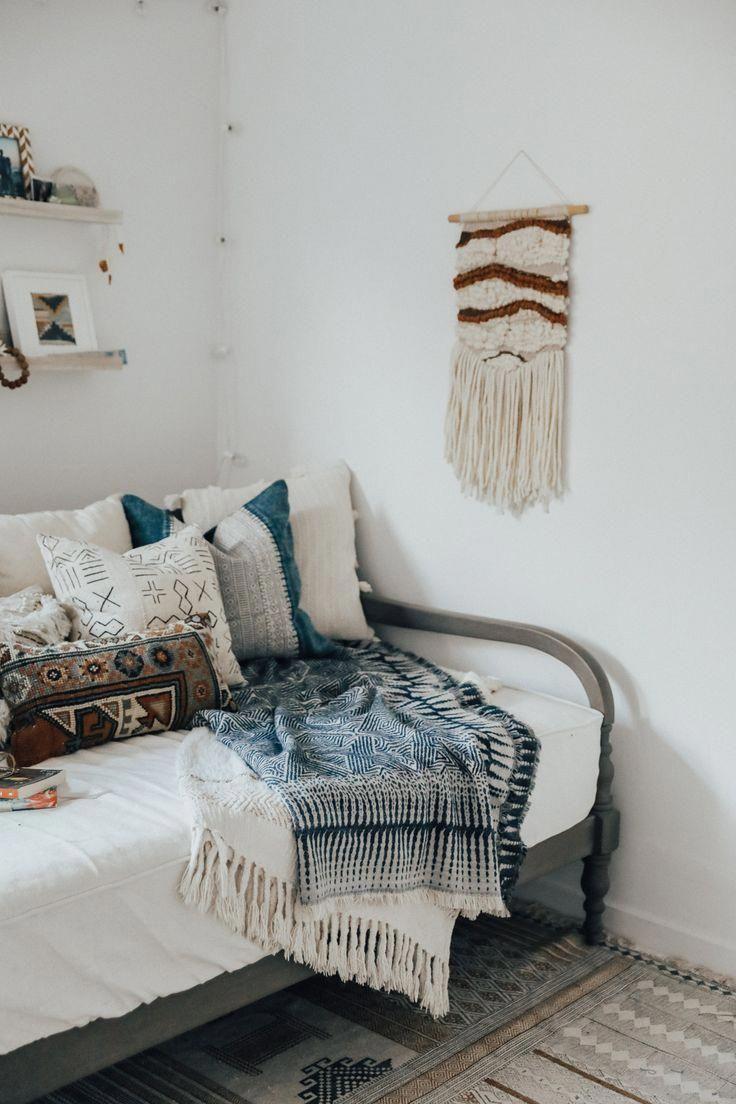 Daybed Pillow Arrangement Guest Bedrooms