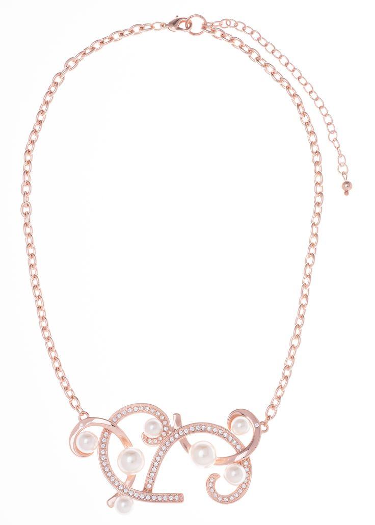 Collar de 42cm de largo y 8cm de extensión, en baño de oro rosa con perla color crema y piedra color cristal.  Collar Modelo 317033