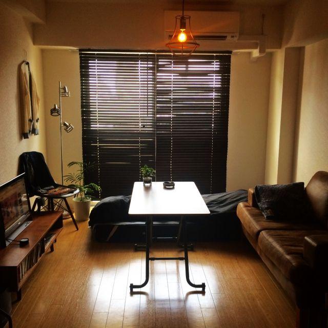 Ryouheiさんの、Overview,観葉植物,インテリア,ソファ,レトロ,一人暮らし,ブラインド,アンティーク風,ジャーナルスタンダードファニチャー,天井照明,男前,イームズチェア,ファッションもインテリアの一部です,ノーチェソファについての部屋写真
