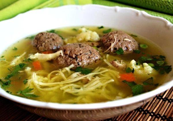Hovězí polévka s játrovými knedlíčky --- this HAS to be liver dumpling soup! ... YUM!