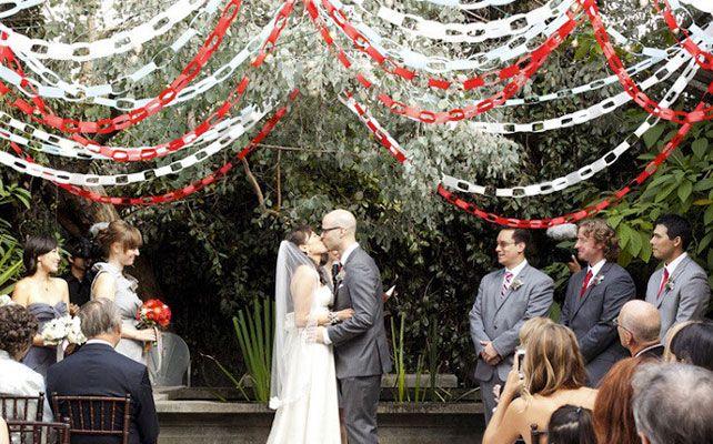 гирлянды из бумажных колечек, Как самостоятельно сделать яркие и простые гирлянды для декора свадьбы
