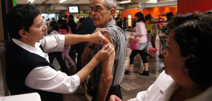 Garantiza Mancera abasto de vacunas contra la influenza
