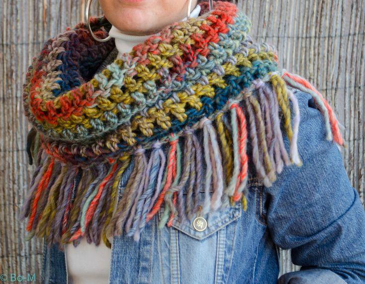 É que adoro esta gola!  Feita em crochet à mão.
