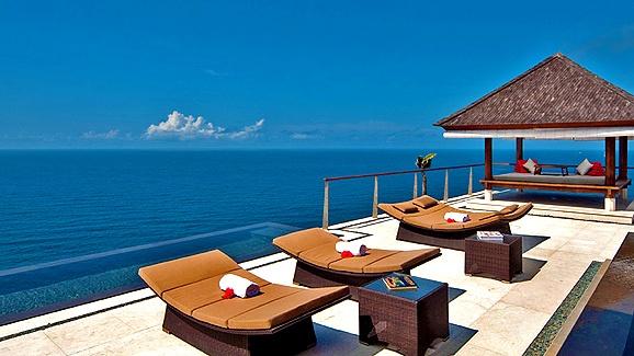 Bali (The Edge in Uluwatu).