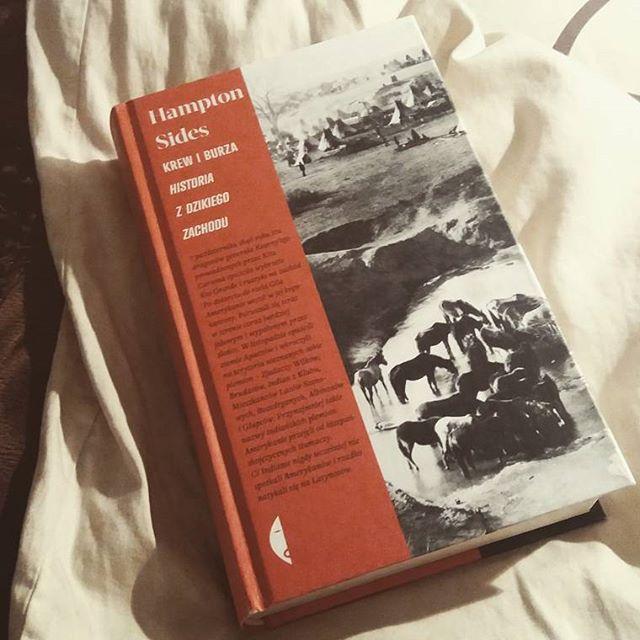"""Dzisiaj przenoszę się w świat Wild Wild West 😉 Rewelacyjna książka """"Krew i burza. Historia Dzikiego Zachodu"""", czyta się jak powieść przygodową 📚❤ #książka #ilovereading #czarne #dzikizachod #nadobranoc #book #kochamczytać #booksandbeauty"""