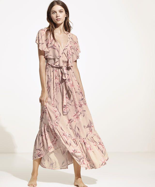 Vestido com folhos - Vestidos - 35.99€ - Vestido estampado floral com folhos. Atado na cintura. Folhos nos ombros e em baixo. - Tendências SS 2017 em moda de mulher na Oysho online.