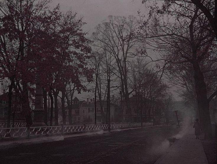 Josephine Yurno amava fare delle lunghe passeggiate al crepuscolo a Norwich in Connecticut. Il 12 novembre del 1935 la signora si avviò per quella che, apparentemente, fu la sua ultima passeggiata. Josephine Yurno infattì sparì senza lasciare nessuna traccia. Tre anni dopo venne ritrovata in ottima salute nel giardino della casa di un vicino. Non aveva idea di fosse stata. Per lei non era passato nemmeno un giorno. Tornò alla sua vita, e continuò a fare le sue passeggiate. Un altro vicino…