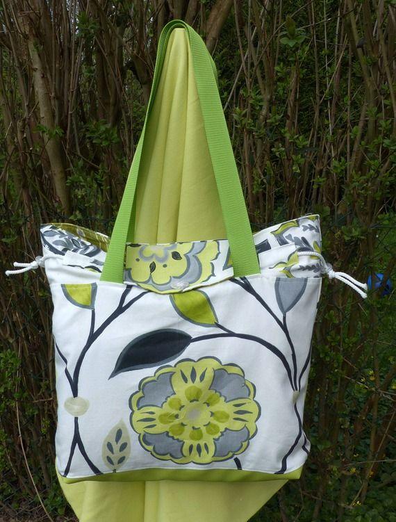 sac cabas tissu fleuri blanc et vert, simili vert pomme et port a l'épaule