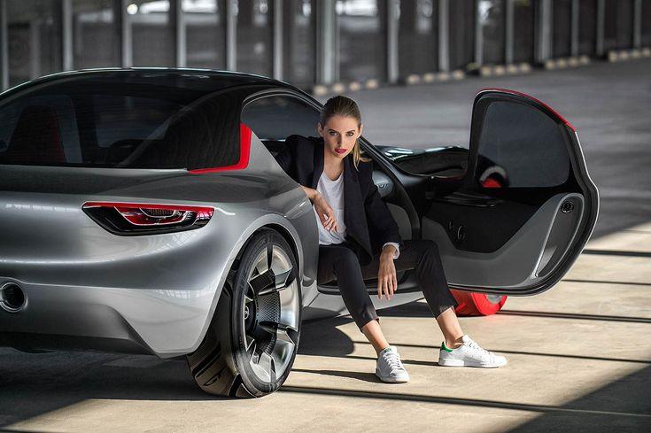 Einst war der Opel GT das sportliche Aushängeschild der Rüsselsheimer und bis heute hat das aufregende Coupé nichts von seiner Faszination verloren. Die ikonische Coke Bottle Form bekam der GT übri…