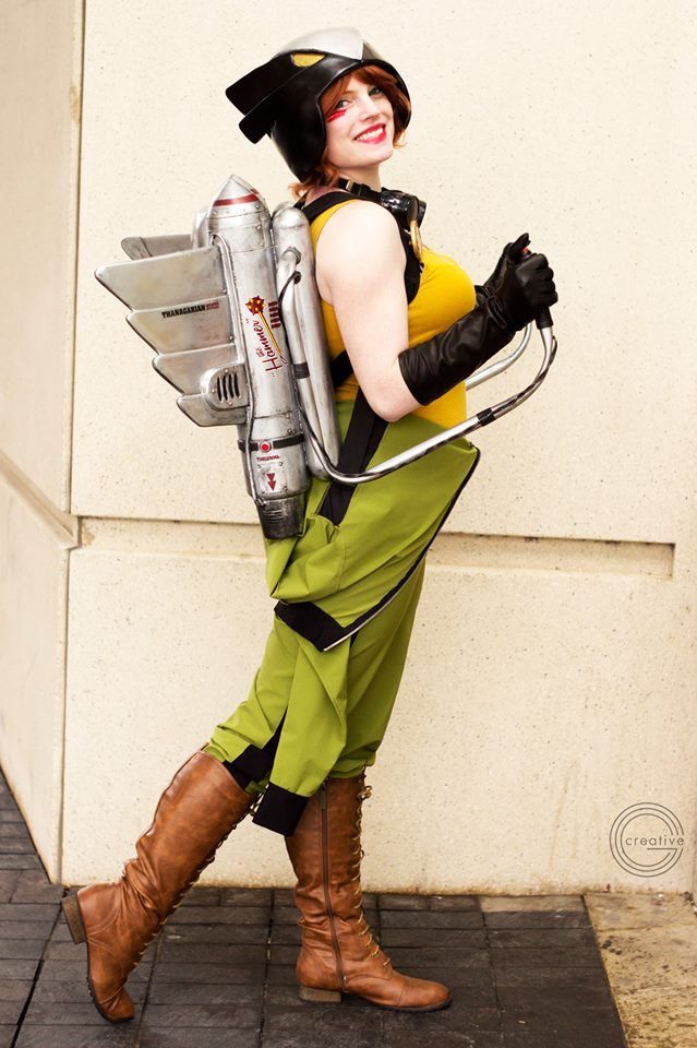 Cosplayer: Galacticat Character: DC Bombshell Hawkgirl From: DC Bombshell artwork by Ant Lucia