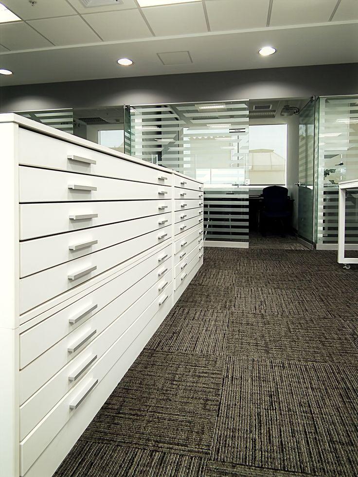 Mueble porta planos en rea de trabajo de oficinas milpo for Planos de oficinas