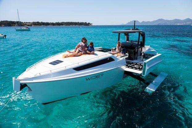 Wider ha presentato a Montecarlo il nuovo Wider 42' Cote d'Azur Edition. http://www.nuvolari.tv/recensioni--/nuovo-wider-42-cote-dazur-edition