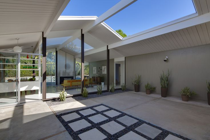 Waiting for the right Eichler home? Look no further! This mid-century modern home is located in the Fairmeadow Tract, designed by Anshen and Allen and was built by Eichler Homes in 1962.