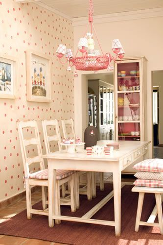 Oh, this lovely pink dining room