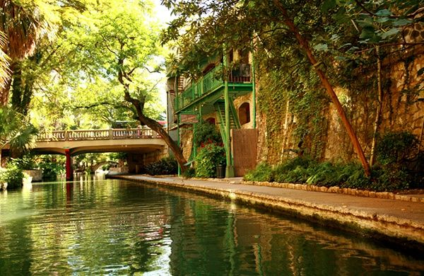 Looking for a daycation destination near Austin, Texas? Take a day trip to nearby cities like San Antonio and New Braunfels for a fun family adventure!