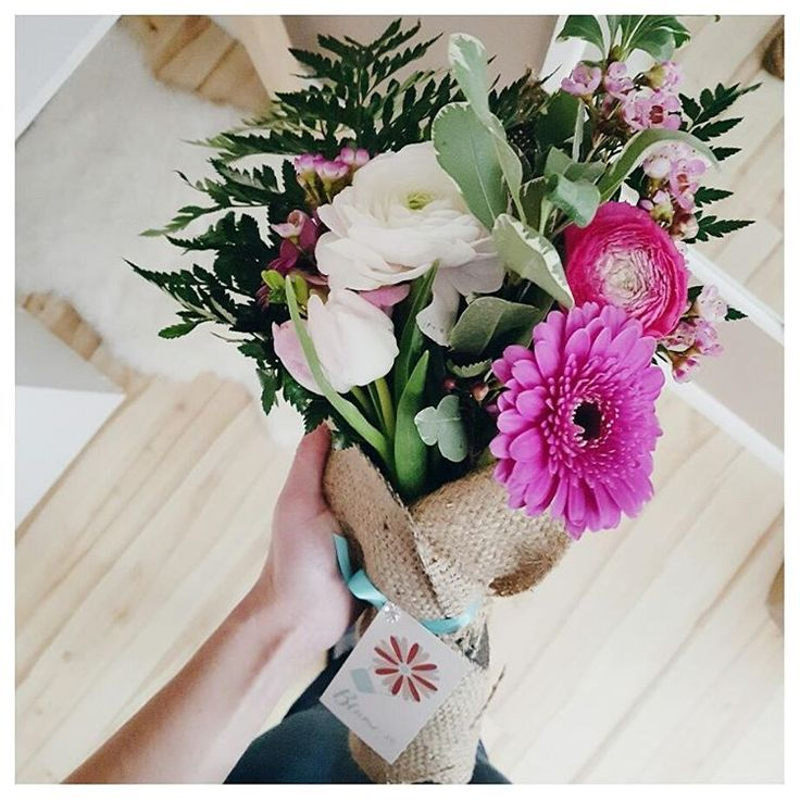 Got this gorgeous bouquet from @blumeflowerdelivery 3 days ago and it still looks just as fresh today  I love the way flowers can brighten up a room, don't you?