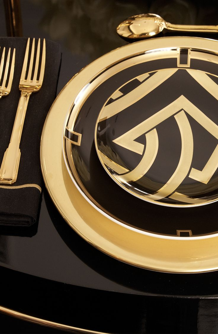 A black and gold art deco tablesetting from Ralph Lauren Home epitomizes opulence.
