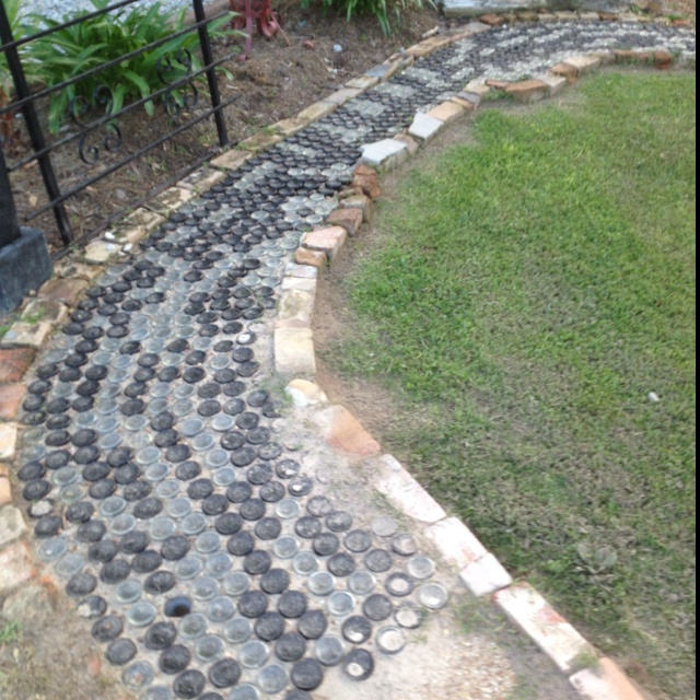 Retaining Wall Ideas Qld: Cool Glass Bottle Walkway