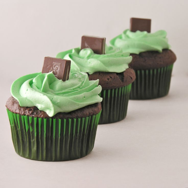 """I just love anything that combines mint and chocolate. I was thinking about those yummy chocolate covered """"grasshopper"""" mint cookies the other day and decided right then and there that…"""