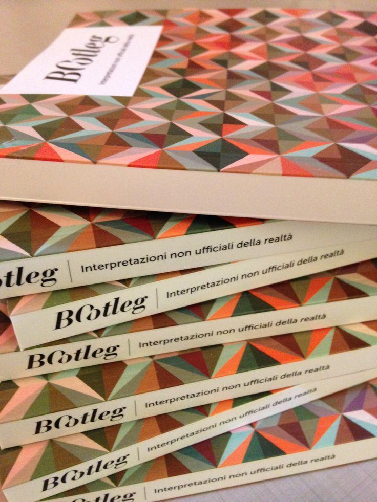 la texture della copertina si è generata nel corso della pubblicazione dei saggi in formato pdf gratuiti sul sito www.bootlegexperiment.it